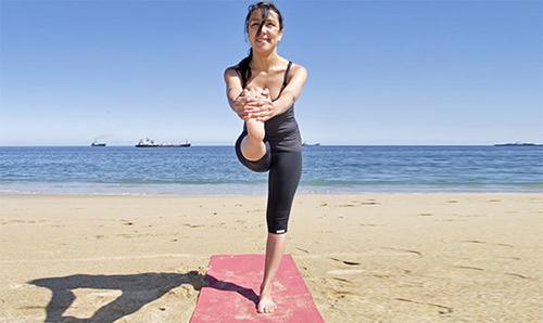 """""""Mẹo"""" giảm cân hiệu quả với 5 bài tập yoga tại nhà3"""