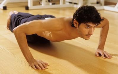 Chống đẩy là bài tập giảm mỡ bụng cho nam giới tại nhà hiệu quả