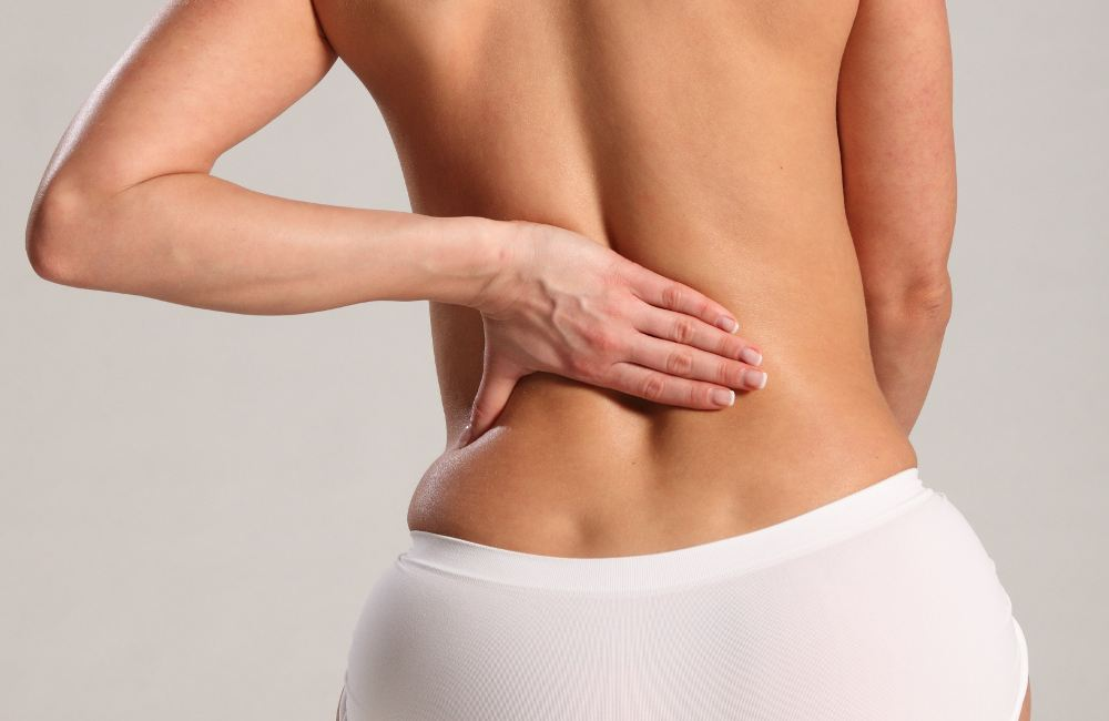 Giải đáp băn khoăn hút mỡ lưng có nguy hiểm không?