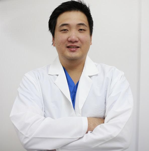 Bác sĩ Giáp giải đáp: hút mỡ má có an toàn không?