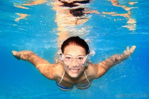 Giảm mỡ mông hiệu quả bằng môn thể thao bơi lội